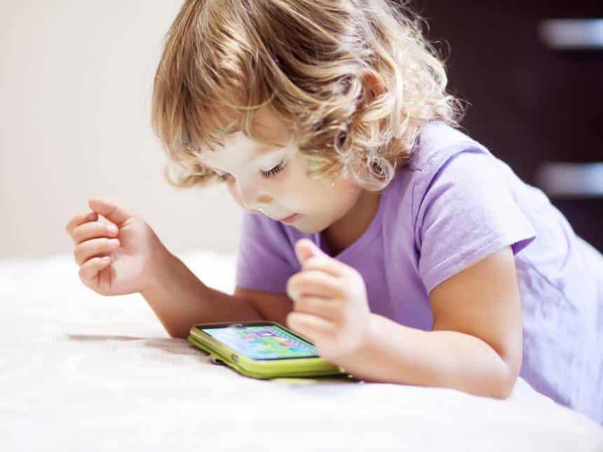 Celulares podem atrasar desenvolvimento nas crianças.